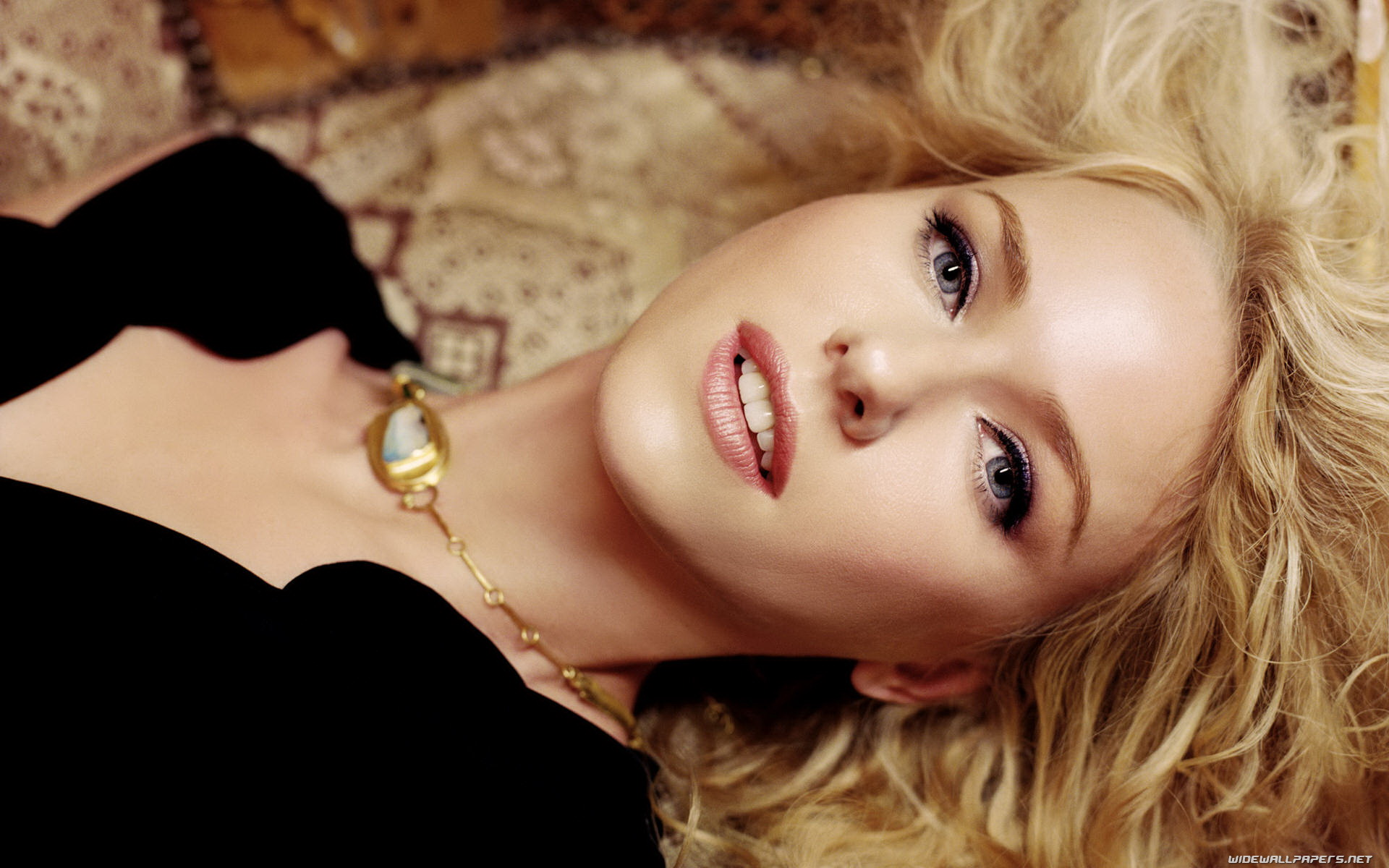 beautiful naomi watts wallpaper - photo #26